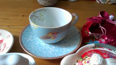 Diese Teetassen hat auch einen Hauch Asia, das scheint Guni zu gefallen