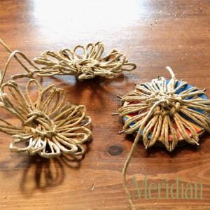 Deko-Blumen aus Paketschnur