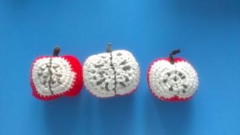 Schoenstrickende Häkel äpfel