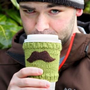 Cupholder mit Schnurrbart stricken