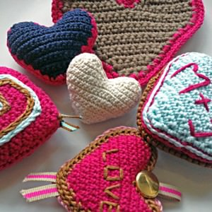 Herz häkeln und stricken zum Valentinstag