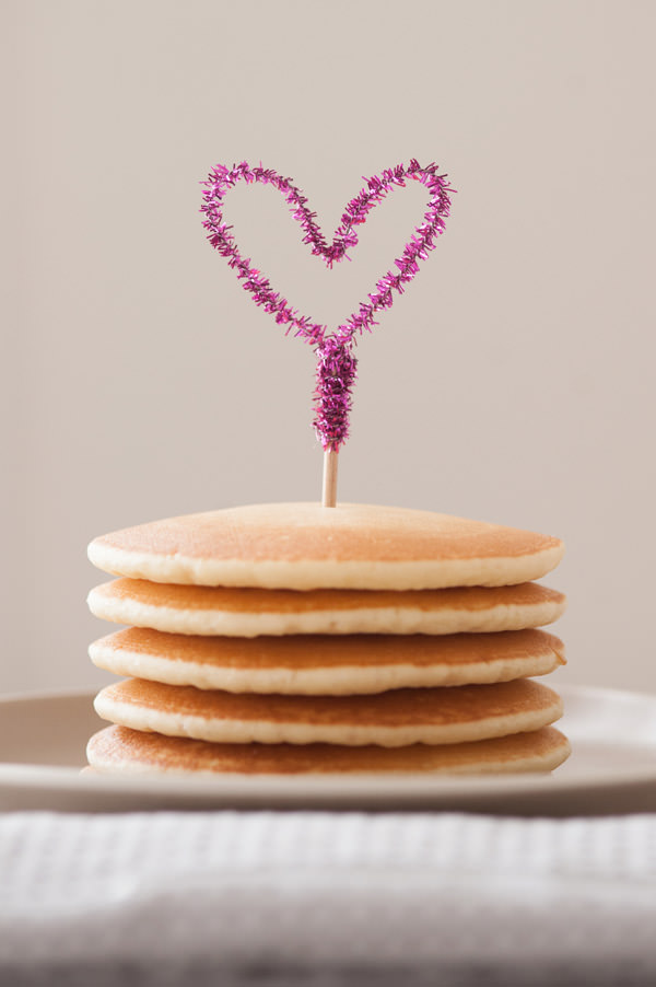 10-DIY-Pipe-Cleaner-Heart-Pancake-Topper