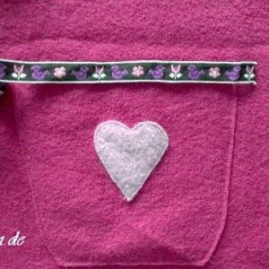 Valentinstags-Projekt: Wollfilz-Kleid mit Herzchen nähen