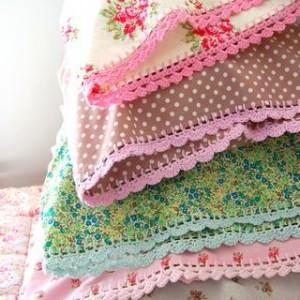 Umhäkeln von Kissen und Decken