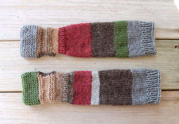 Bunte Armstulpen aus Wollresten stricken