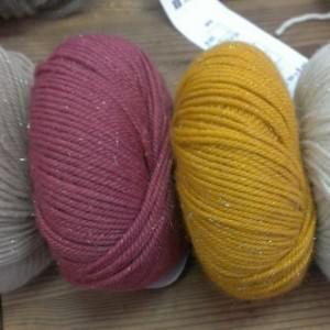 Loop stricken – mit Glitzerwolle