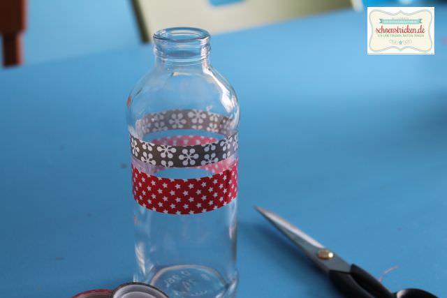 Upcycling: Alte Flasche + Washitape = Vase - schoenstricken.de