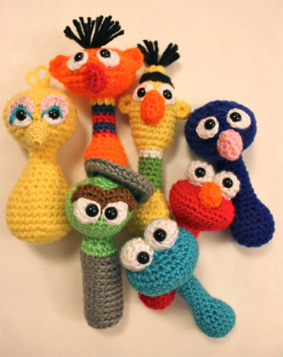 Häkelanleitung für Babyrassel Sesamstrass - schoenstricken.de