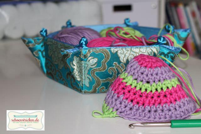Beanie häkeln - Korb für Wolle - schoenstricken.de