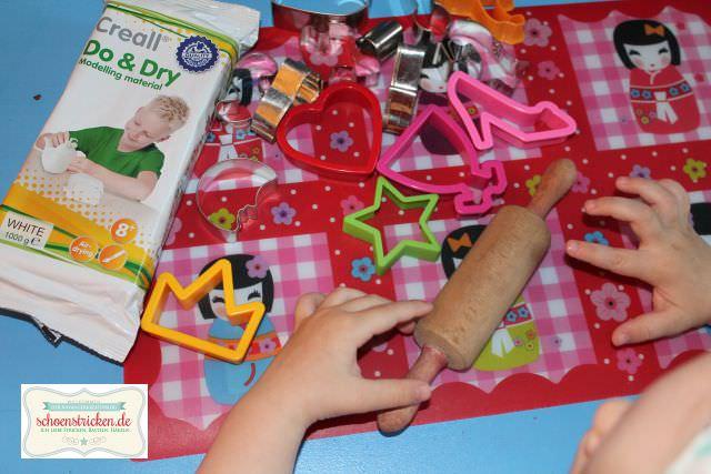 Kinder-DIY Mobile basteln mit Modelliermasse schoenstricken.de