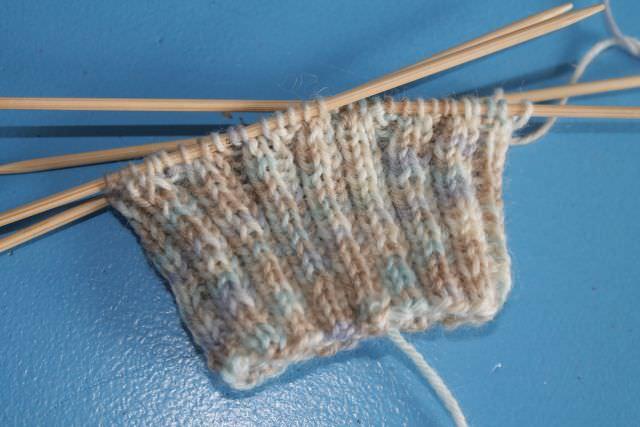 Strickanfänger: Socken stricken Red Heart Wool Wolle - schoenstricken.de