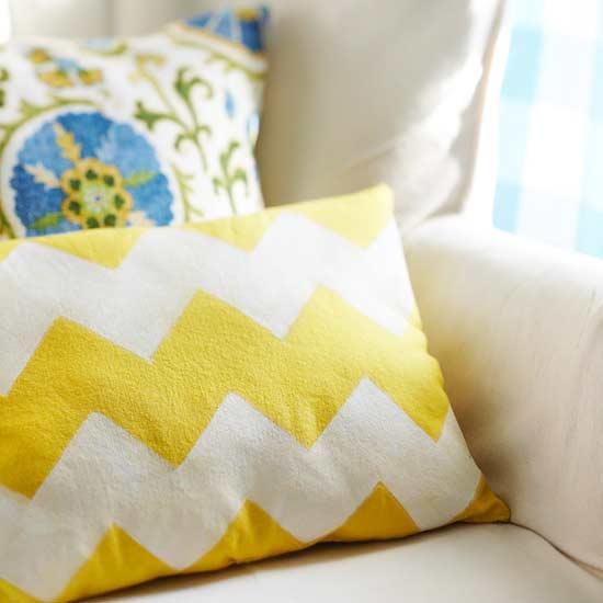Kissen mit Textilfarbe DIY - schoenstricken.de