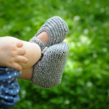 DIY Strickkit Babyschuhe MARY JANES - schoenstricken.de