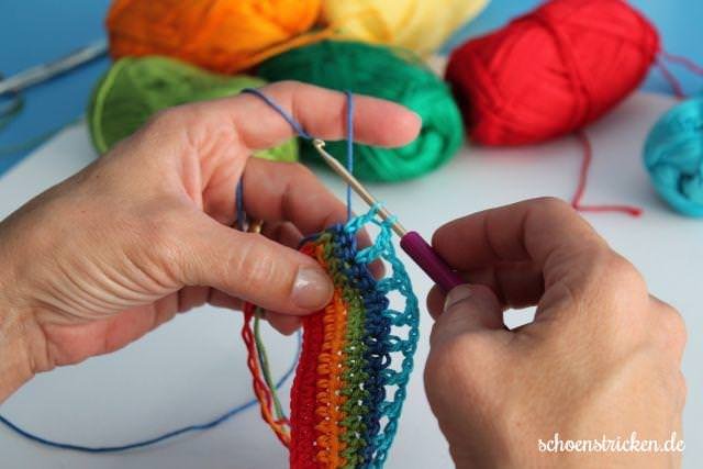 5. Reihe Regenbogen Babydecke - schoenstricken.de