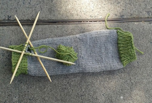 Bunte Armstulpen stricken mit Daumen schoenstricken.de