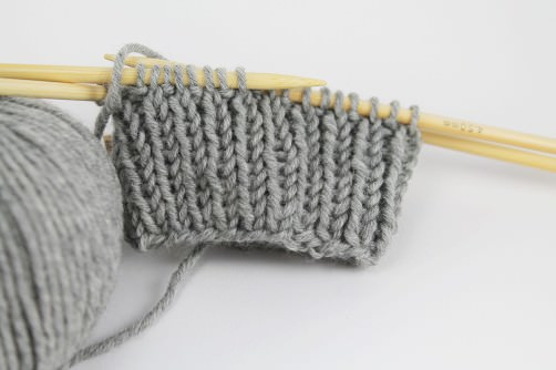 Einfache Armstulpen stricken - schoenstricken.de