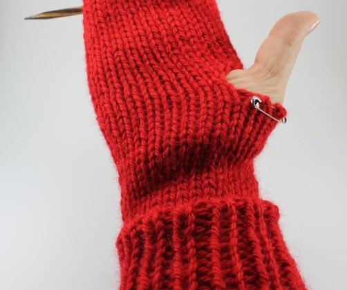 Handschuhe mit Herzen stricken vor Daumen - schoenstricken.de