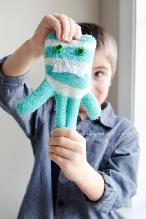 Upcycling: Handschuhmonster basteln2 - schoenstricken.de