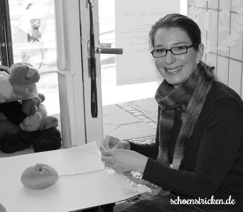 Katrin strickt den Knitalong Schal - schoenstricken.de