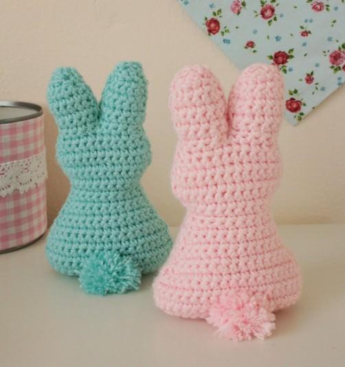 Osterhasen häkeln Pompom - schoenstricken.de