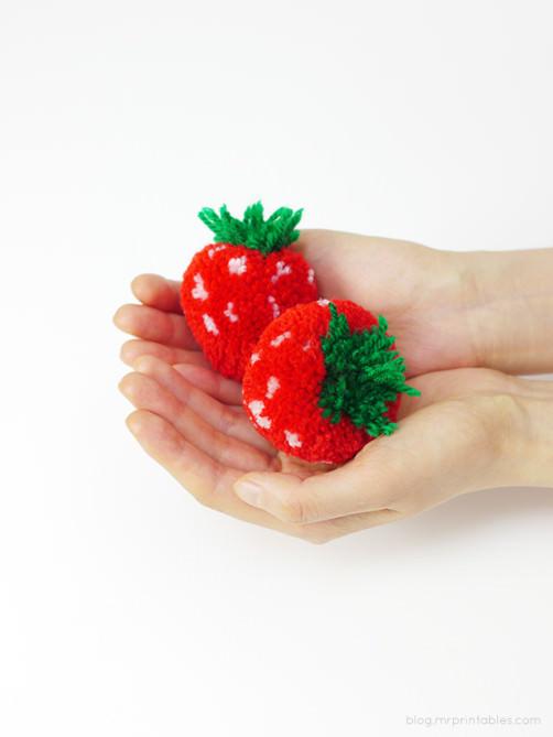 pompom Erdbeeren machen - schoenstricken.de