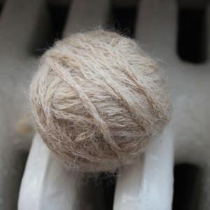 Aufgeräufelte Wolle glätten
