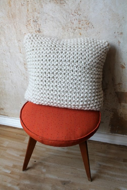 neues deko kissen strickkit. Black Bedroom Furniture Sets. Home Design Ideas