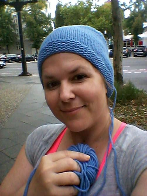 Jessica strickt eine Kaschmirmütze2 schoenstricken.de