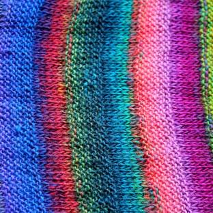 Schal Wollkit Regenbogen von schoenstricken.de