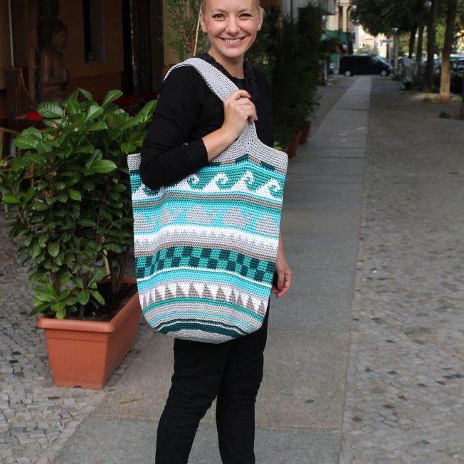 Taschen Crochetalong Teil 5 fertige Tasche mit Henkeln 1 schoenstricken.de