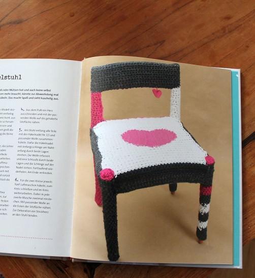 DIY Buchvorstellung aus alt mach schön Stuhl umhäkeln schoenstricken.de