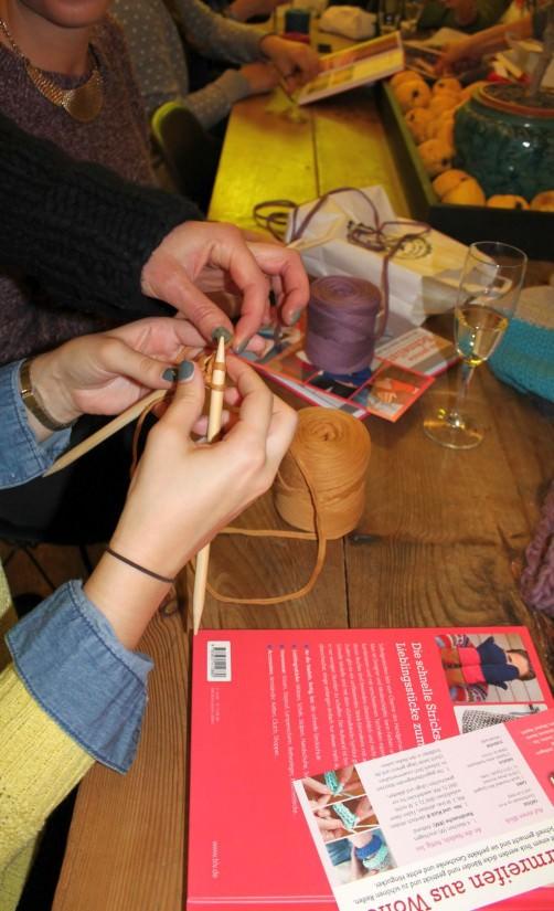 Schnellstrickerbuch Party Armbänder stricken 1 schoenstricken.de