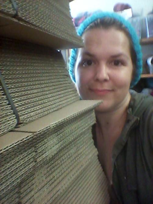 Jessica im Wolllager schoenstricken.de