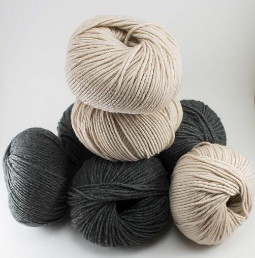 Merino Wollpaket für großes Kissen dunkelgrau hellbeige schoenstricken.de