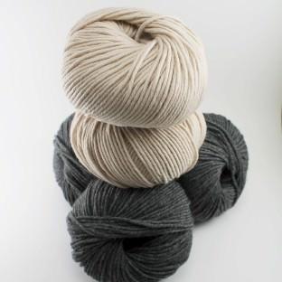 Merino Wollpaket fürkleines Kissen dunkelgrau hellbeige schoenstricken.de