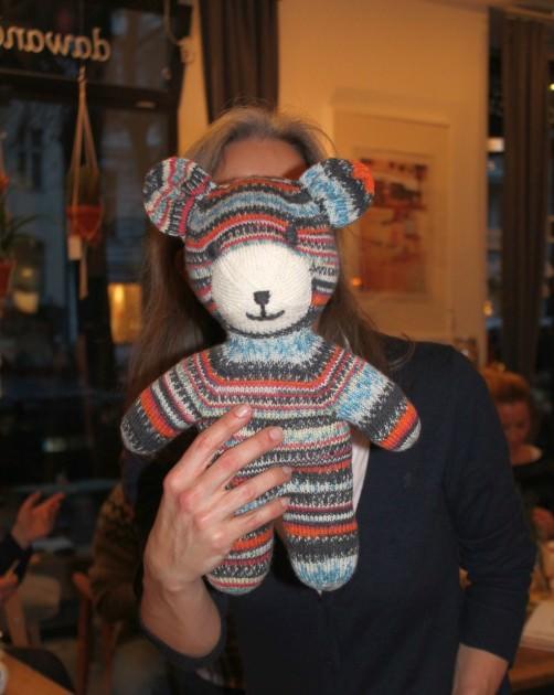 Arne und Carlos Teddy mit Sockenwolle stricken schoenstricken.de