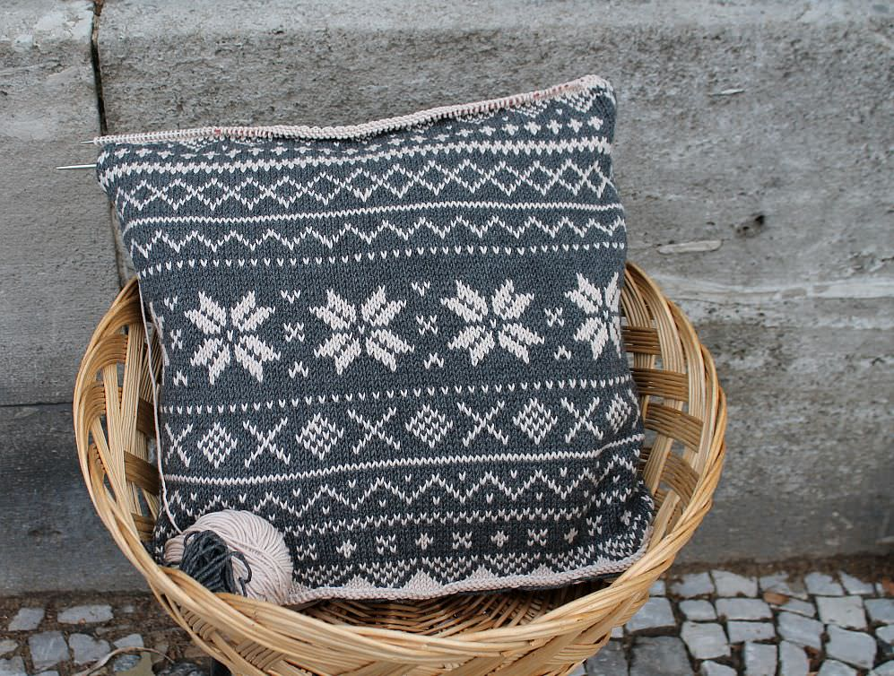 Kissen 60x60cm nach Teil 3 Advents Knitalong schoenstricken.de