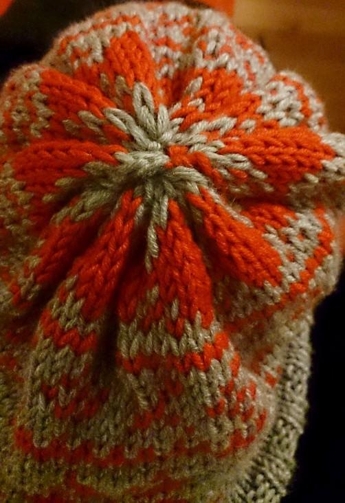 Mütze im Norwegermuster Knitanlong stricken 3  schoenstricken.de