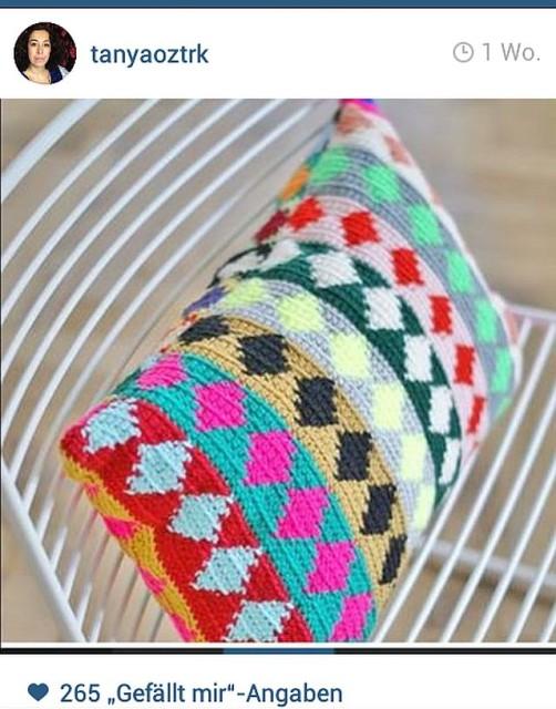 Buntes Kissen häkeln bei Instagram schoenstricken.de