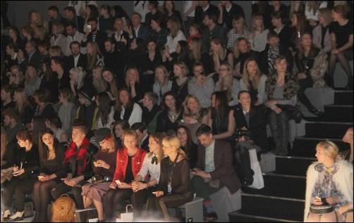 Zuschauer bei der Fashionweek Berlin 1 schoenstricken.de
