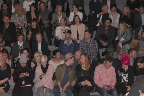 Zuschauer bei der Fashionweek Berlin schoenstricken.de