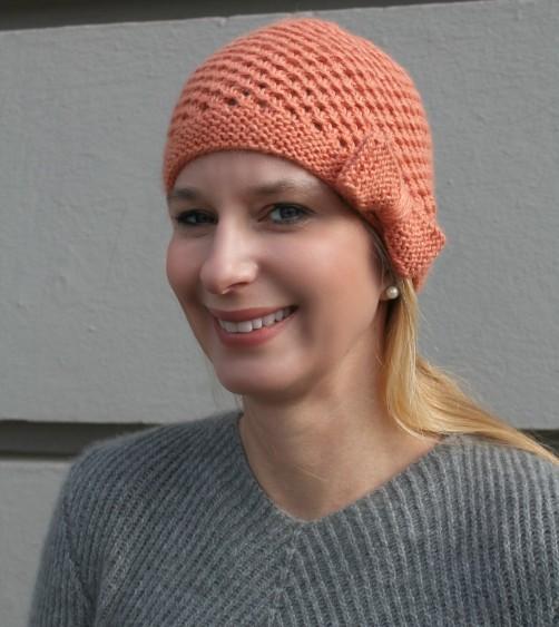 Mütze mit Schleife Kostenlose Strickanleitung von schoenstricken.de