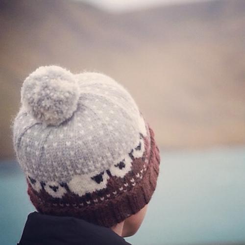 Baa Blee Beanie Mütze mit Schafen stricken schoenstricken.de