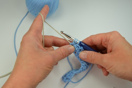 schoenstricken Crochet Along Kuscheldecke Farbwechsel halbes Stäbchen 1