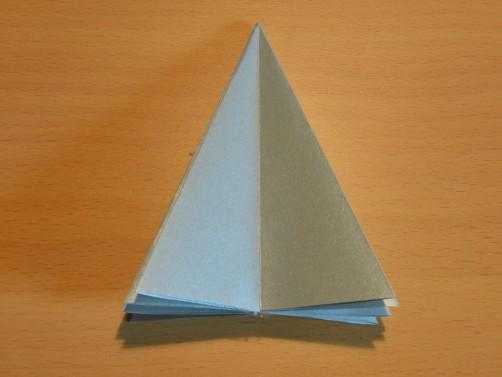 Weihnachtsbaum aus Papier 16
