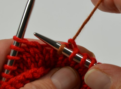 Weihnachtspullover Knitalong Lehrgang Fäden verkreuzen rechte Maschen