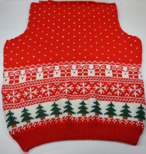 Weihnachtspullover Rückenteil Norwegermuster und Schneeflöckchen